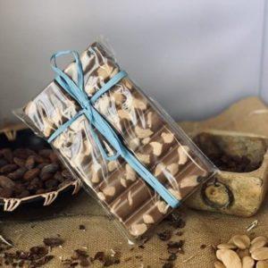 El Granero de la Abuela | Tienda online gourmet en Priego de Córdoba | Tabletón de chocolate con leche - caramelo y almendras. 300 Grs